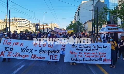 Ρεπορτάζ Newsbomb.gr: Συγκέντρωση διαμαρτυρίας στα Προπύλαια - Πάρτε πίσω το νομοσχέδιο «έκτρωμα»
