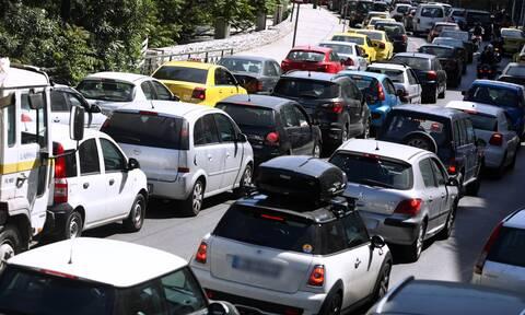Κίνηση ΤΩΡΑ: Μποτιλιάρισμα και χάος στους δρόμους της Αθήνας