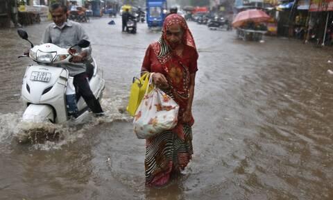 Ινδία: Τουλάχιστον 33 νεκροί από τον κυκλώνα Tauktae- 77 αγνοούμενοι σε ναυάγιο