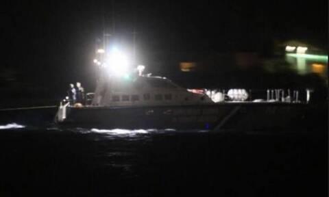 Θρίλερ στον Στρυμονικό Κόλπο: Ανετράπη η βάρκα του αγνοούμενου ψαρά – Κολύμπησε στη στεριά η σύζυγός