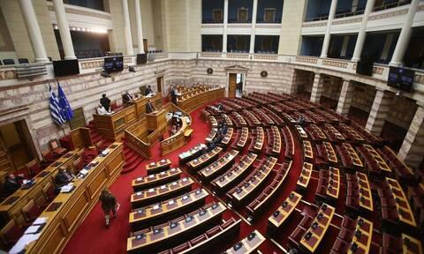 Ψηφίζεται το νομοσχέδιο για τη Συνεπιμέλεια - Αλλάζει το οικογενειακό δίκαιο μετά από 38 χρόνια