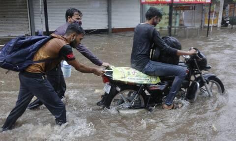 Νέος κυκλώνας σχηματίζεται στην Ινδία, λίγο μετά το πέρασμα του Tauktae, που σκότωσε 110 ανθρώπους
