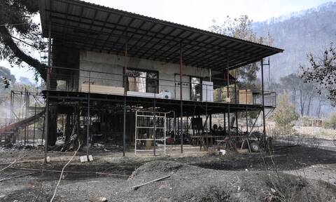 Φωτιά στην Κορινθία: Εμπρησμό «βλέπουν» από την Πυροσβεστική – Τα σενάρια που εξετάζονται