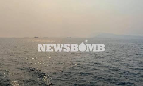 Φωτιά ΤΩΡΑ: Πυκνοί καπνοί και στον Πειραιά - «Χάθηκε» η Σαλαμίνα