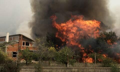 Φωτιά ΤΩΡΑ: Πύρινη κόλαση σε Κορινθία και Αττική! Εκκενώνονται χωριά -Πνίγεται στους καπνούς η Αθήνα