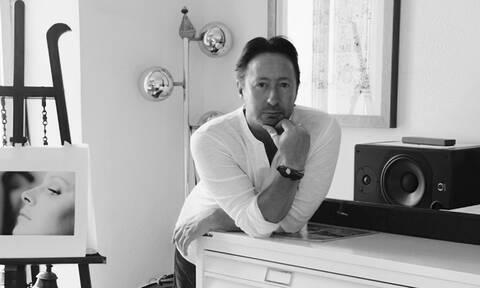 Ο Τζούλιαν Λένον μοιράζεται φωτογραφίες του σε ένα ψηφιακό σόου