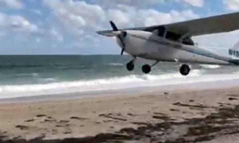 Αεροπλάνο προσγειώθηκε σε παραλία! (vid)