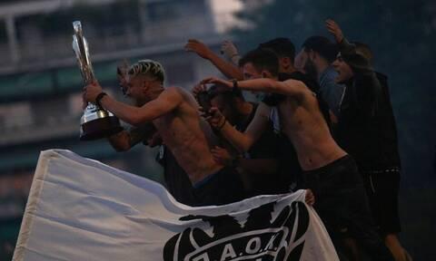 ΠΑΟΚ: Έτσι γλεντάει η Θεσσαλονίκη - Ξέφρενο πάρτι για τους Κυπελλούχους (pics+vids)