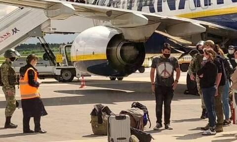Κρατική αεροπειρατεία: Έτσι συνελήφθη ο Λευκορώσος δημοσιογράφος – Μιλούν επιβάτες της πτήσης