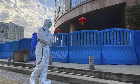 Κορονοϊός - Αποκάλυψη WSJ: Ερευνητές σε εργαστήριο της Ουχάν είχαν συμπτώματα τον Νοέμβριο του 2019