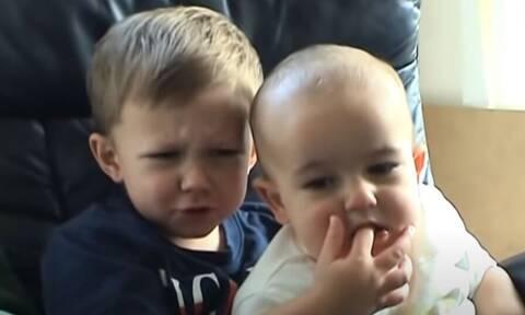 Το viral βίντεο: «Ο Τσάρλι μου δάγκωσε το δάχτυλο» πουλήθηκε σε τιμή-ρεκόρ σε δημοπρασία