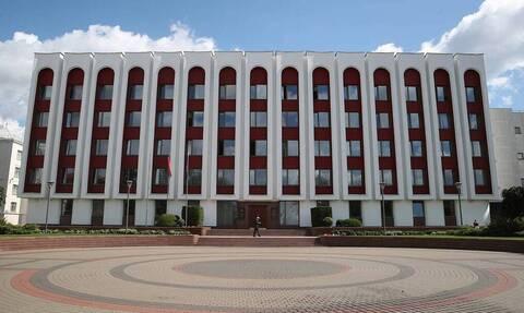 Минск потребовал от всех сотрудников посольства Латвии покинуть Белоруссию