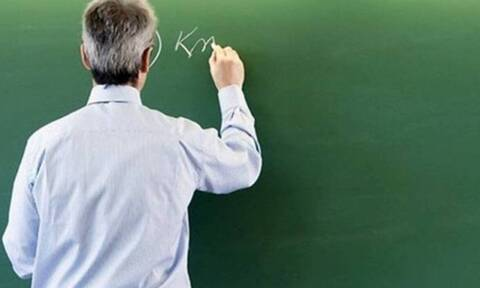 Στον ανακριτή ο δάσκαλος: Φρίκη από τα μηνύματα σε ανήλικες - «Φύλλο και φτερό» το κινητό του