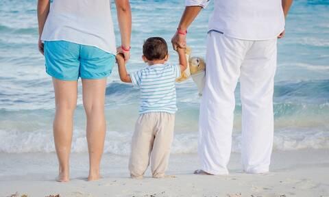 Επίδομα έως 1.200 ευρώ για ανάδοχους γονείς - Σήμερα (26/5) ανοίγει η πλατφόρμα για τις αιτήσεις