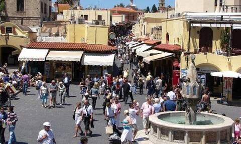 Telegraph: Στην «πράσινη λίστα» της Βρετανίας για ταξίδια νησιά όπως Ρόδος, Κρήτη, Ζάκυνθος και Κως