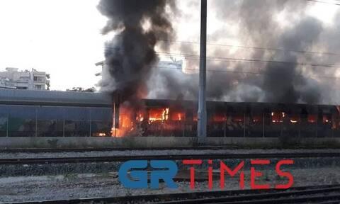 Θεσσαλονίκη: Συναγερμός για φωτιά σε εγκαταλελειμμένα βαγόνια του ΟΣΕ
