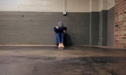 Καταγγελία μητέρας για bullying: Επιτέθηκαν στον γιο μου εντός της τάξης - Τον απειλούν με μηνύματα
