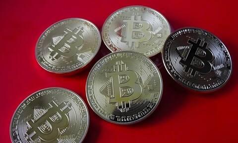 Στα 36.168 δολάρια υποχωρεί το Bitcoin