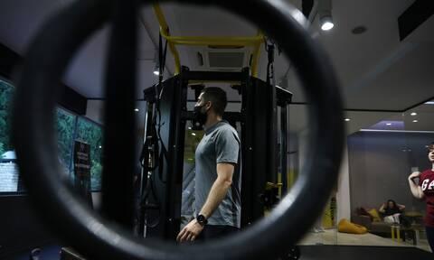 Άρση μέτρων: Τι αποφάσισαν οι ειδικοί για γυμναστήρια, δεξιώσεις, γάμους και λιανεμπόριο