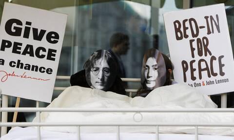 Bed In: Η πιο διάσημη αντιπολεμική διαμαρτυρία από τον John Lennon και τη Yoko Ono