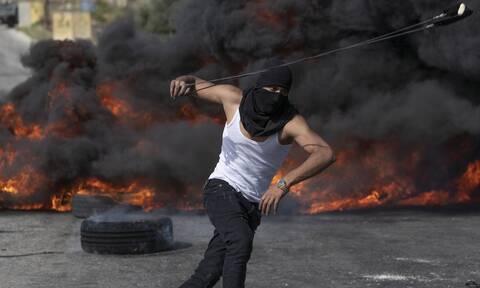 Παλαιστίνιος διαδηλωτής νεκρός από ισραηλινά πυρά σε συγκρούσεις στη Δυτική Όχθη