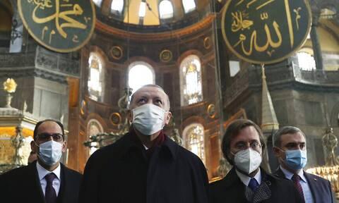 Νέα πρόκληση Ερντογάν: Πριν την επίσκεψη Τσαβούσογλου διάβασε στίχους από το Κοράνι στην Αγία Σοφία
