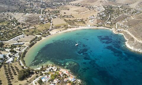 Κέα: Η υπέροχη παραλία του Οτζιά με τα κρυστάλλινα νερά της