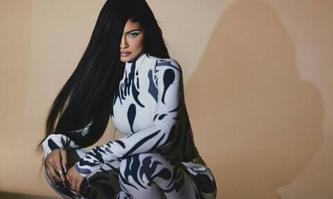 Kylie Jenner: Κάνει ηλιοθεραπεία και ρίχνει το Instagram με το sexy κορμί της