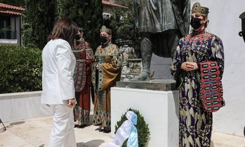 Σακελλαροπούλου από Σπάρτη: Κατέθεσε στεφάνι στον ανδριάντα του Κωνσταντίνου Παλαιολόγου