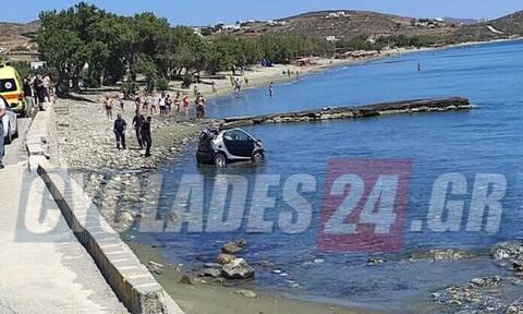 Τήνος: Προσπάθησε να αποφύγει τη σύλληψη κι έπεσε με το αμάξι στη θάλασσα
