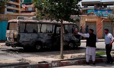 Αιματοκύλισμα στο Αφγανιστάν: Νεκροί τρεις καθηγητές και άλλοι 15 τραυματίες από έκρηξη βόμβας