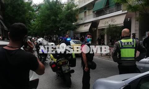 Συναγερμός στα Σεπόλια: Μπήκε σε καφετέρια και πυροβόλησε άνδρα