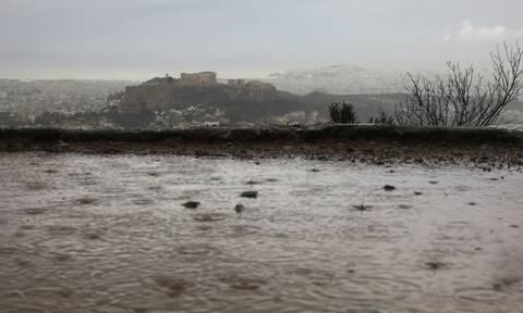 Καιρός: Με βροχές και καταιγίδες φεύγει ο Μάιος - Πού θα είναι έντονα τα φαινόμενα την Δευτέρα