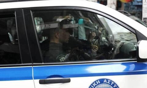 Συναγερμός στη Βουλιαγμένη: Βρέθηκε όπλο πάνω σε βράχια