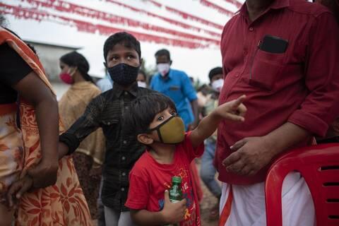 Iνδία: Τα «ορφανά του κορονοϊού» - Μεγάλος ο κίνδυνος διακίνησης προειδοποιούν οι Μ.Κ.Ο