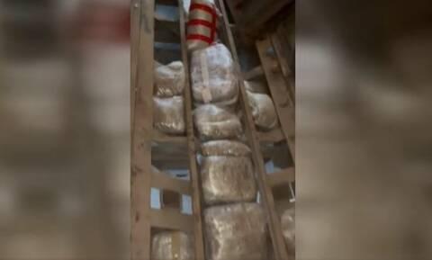 Κιλκίς: Είχε κρύψει στο δάπεδο φορτηγού 92 δέματα με κάνναβη - Σε μια σύλληψη προχώρησε η ΕΛ.ΑΣ.