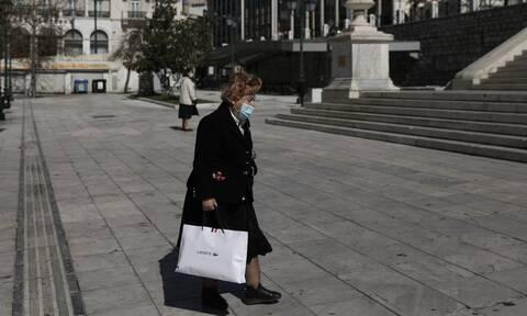 Τζανάκης στο Newsbomb.gr: Πού πρέπει να φοράμε οπωσδήποτε μάσκα και πού είναι ανούσια