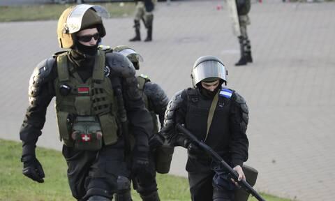 Η Λευκορωσία απαγόρευσε την έξοδο στους περισσότερους πολίτες της