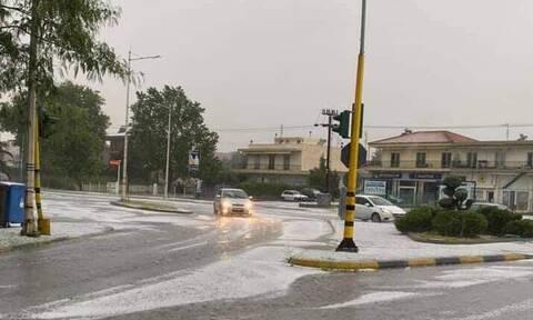 Καιρός: «Άσπρισαν» οι δρόμοι στην Ξάνθη – Ισχυρή καταιγίδα και χαλάζι