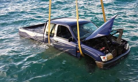 Λιμάνι Πειραιά: Συναγερμός για αυτοκίνητο που έπεσε στη θάλασσα