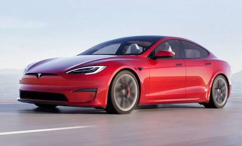 H Tesla θα παρακολουθεί τον οδηγό. Για καλό σκοπό