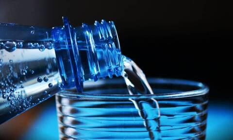 Νερό: Οι 7 λόγοι που πρέπει να πίνεις ένα ποτήρι με το που ξυπνάς