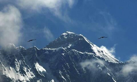 Παγιδευμένοι στο Νεπάλ λόγω της πανδημίας: Ορειβάτες από το Έβερεστ αναζητούν πτήσεις