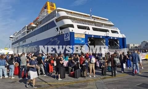 Απίστευτες εικόνες στο λιμάνι του Πειραιά: Ένταση, ταλαιπωρία, «μαζέψτε τον κύριε, είναι παράνομος»
