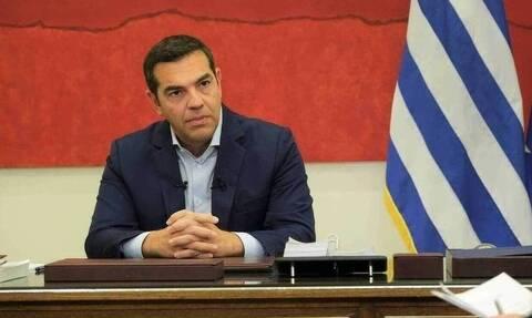 Ο Τσίπρας δεν ξεχνάει τη «προοδευτική διακυβέρνηση» - Παρακολουθεί τις εξελίξεις στο ΚΙΝΑΛ