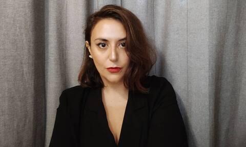 H ελληνίδα συγγραφέας που θα σε κάνει να χαθείς στο ίδιο σου το σπίτι