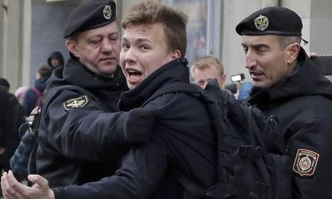 Λευκορωσία: «Ομολογία» του Ρομάν Προτασέβιτς στην τηλεόραση, με δάκρυα και επαίνους στον Λουκασένκο
