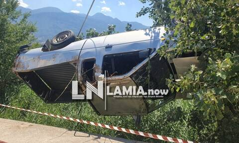 Λαμία: Είχε Άγιο! Οδηγός έπεσε από γέφυρα πέντε μέτρων και βγήκε χωρίς γρατσουνιά από το Ι.Χ. (pics)