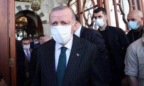 Ξέφυγε ο Ερντογάν: Κληρονομιά κατάκτησης η Αγία Σοφία -Απήγγειλε ποίημα για το οποίο είχε φυλακιστεί