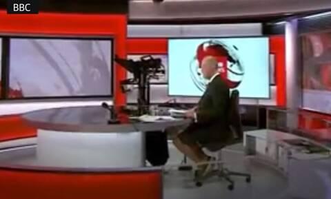 Βρετανία: Πώς γνωστός δημοσιογράφος του BBC «κάηκε» από ένα λάθος πλάνο